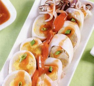 Đổi khẩu vị với món Salad trứng dồn mực