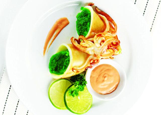 Mực nhồi cốm xanh là món ăn lạ, đẹp mắt và ngon miệng