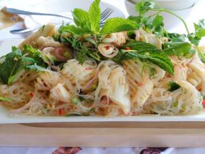Miến trộn tôm mực kiểu Thái Lan