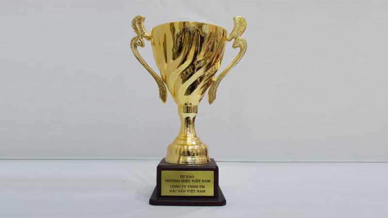 Cúp Vàng Tự hào Thương hiệu Việt